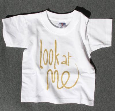 T-shirt Look at me, guld 5-6 år